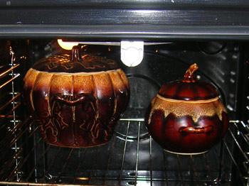 Фото. Горшочки. Тушеный картофель с куриными грудками. Ставим горшочки в духовку.